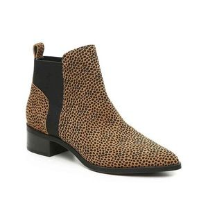 CROWN VINTAGE Cheetah Print Leather Ankle Booties